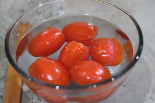 Tomatoes in cool water